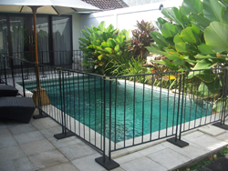 pagar kolam